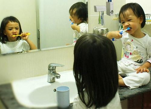 Dụng cụ nhả kem đánh răng tự động Touch Me (Ảnh 3)